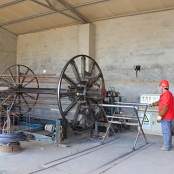 水泥制管机